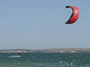 Nice camera angle. The power kite is firmly in the foreground, in an idyllic setting.