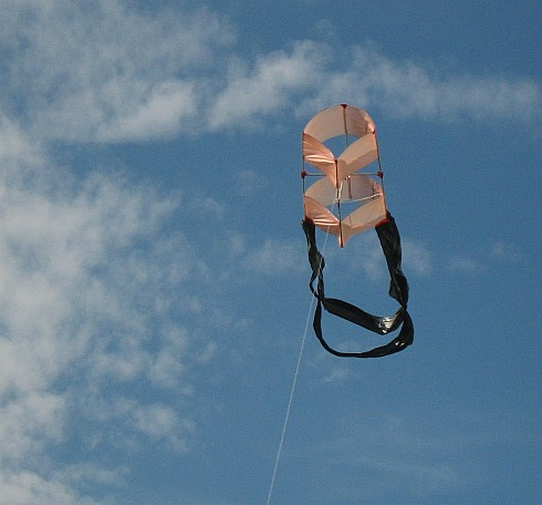 The 1-Skewer Box kite in flight.