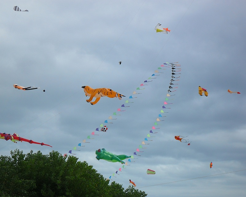 A self launching Diamond kite arch is the eye-catching feature here.