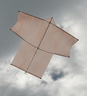 A big home-made Sode kite flies steady with its 4-point bridle.