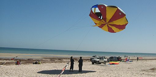 Kite Pictures - big inflatable UFO kite