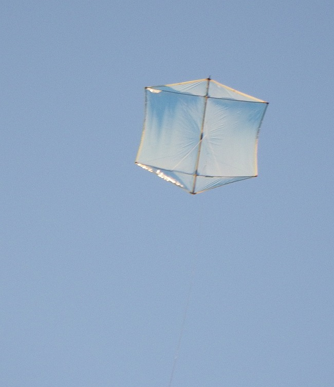 The MBK Multi-Dowel Rokkaku kite in flight.