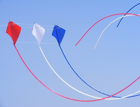 Three Peter Powell stunt kites being flown in a stack. Interview with Peter Powell on this page.