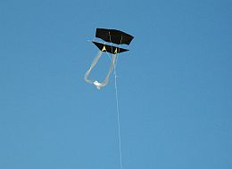 Kite Blog - black plastic 1-Skewer Dopero kite in flight.