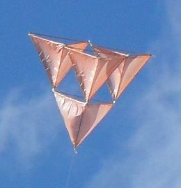 Skewer Tetrahedral Kite - an in-flight close-up.
