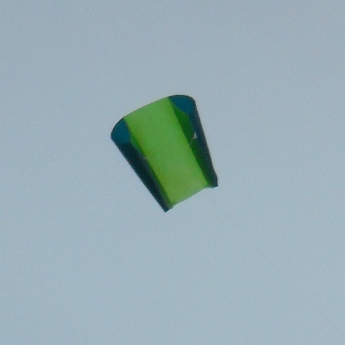 Simple green Sled kite with ram-air spars.