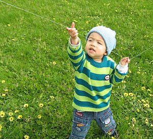 Child Flying Kite - Aren working the line - 2-Skewer Delta.