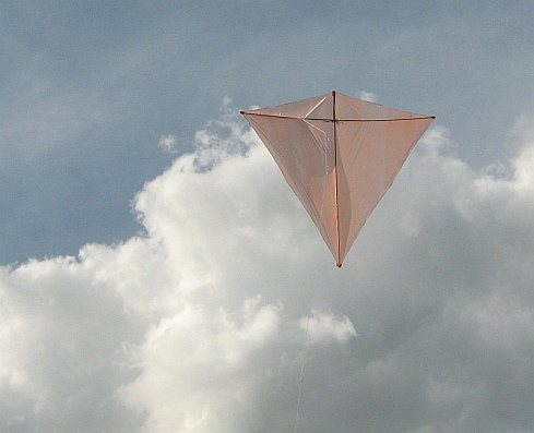 The Eddy-inspired Dowel Diamond kite in flight.