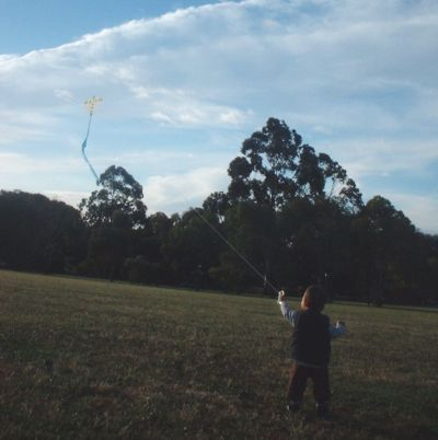 MBK Kid Diamond - little Aren runs off downwind with his kite!