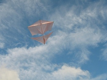The MBK Dowel Roller kite in flight.