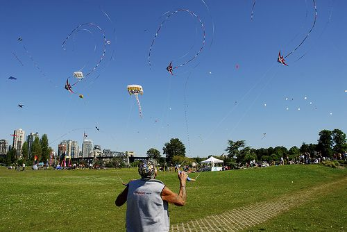 Ray Bethell in action with 3 large Delta stunt kites.