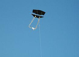 Kite Blog - black plastic 1-Skewer Dopero kite in flight.